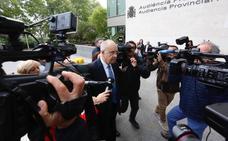 Trifulca a la llegada de Rafael Blasco al juzgado para declarar por el caso Cooperación