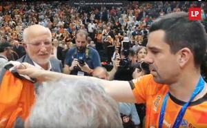Juan Roig, su mujer y sus hijas celebran la victoria del Valencia Basket en la Eurocup