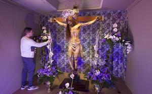 Hogares y tiendas que se visten de altares de Pasión