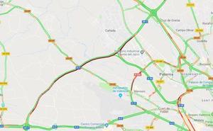 Un accidente de tráfico provoca más de 10 kilómetros de atasco en el bypass