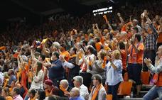 La afición del Valencia Basket vibra en la Fonteta