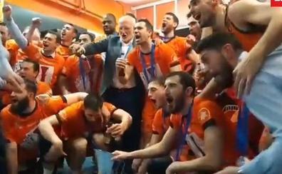 Juan Roig, cerveza en mano, celebra la Eurocup en el vestuario y los jugadores le piden una prima de 50.000 euros