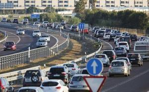 Primeros atascos en las carreteras valencianas por la Operación Salida de Semana Santa
