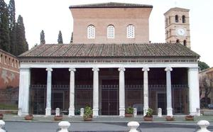 Un marmolista escondía cien mil dosis de cocaína en nichos del cementerio de Roma