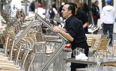 Más de mil negocios llevan años abiertos en Valencia y a la espera de licencia de actividad