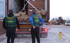 La Guardia Civil confisca 300 kilos de cocaína que llegó al puerto desde Brasil