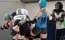 Roller derby: el espectáculo del patinaje femenino de contacto en Valencia