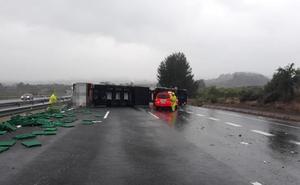 Herido el conductor de un camión al volcar en la A-7 a la altura de Rotglà i Corberà