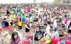 Música y deporte en la playa de San Juan para evitar el botellón de Santa Faz