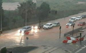 Aviso rojo por lluvias en el litoral sur de Valencia y norte de Alicante: riesgo extremo