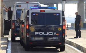 Tres detenidos por apuñalar a un hombre tras concertar una cita sexual en una red social