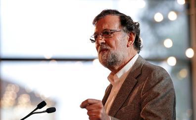Rajoy pide votar al PP frente a partidos de «parlanchines» y «bisagristas»