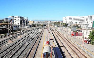 Adif ofrece a los AVE privados operar la línea de Valencia a Barcelona aunque no existe