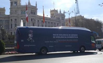 Valencia multa a HazteOír con 200 euros por su bus con lemas antifeministas