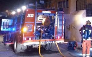 Un incendio obliga a desalojar un edificio de cinco plantas en Benissa