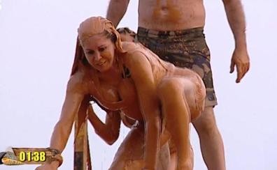 El baño de barro de Isabel Pantoja y el resto de 'Supervivientes'