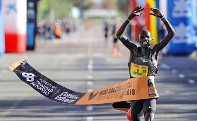 Kiptum, el atleta que batió el récord del mundo de medio maratón en Valencia, suspendido por su pasaporte biológico