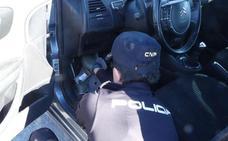 Un detenido en Gandia cuando iba a tomar el ferry a Ibiza con droga en los zapatos, cinturón y coche
