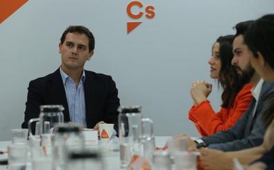 Rivera rechaza las presiones de la banca y la CEOE para que ceda y pacte con Sánchez