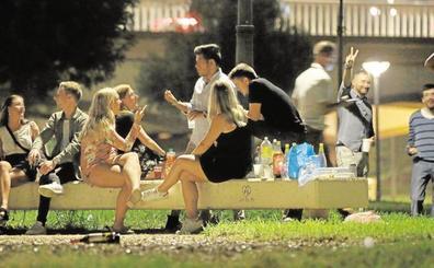 La limpieza contra la suciedad del botellón se refuerza en seis distritos