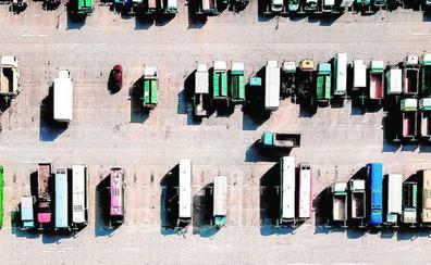 El precio del petróleo se ceba con los transportistas al subir sus costes 250 euros al mes