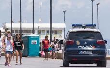 Un bañista reduce a un ladrón tras ver desde el agua cómo le robaba en la playa de Valencia