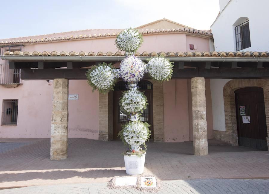 49 cruces de mayo en las calles de Valencia