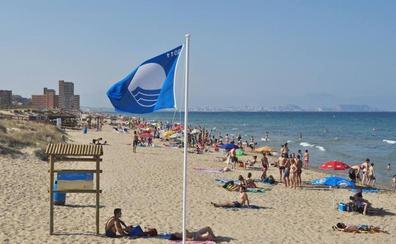La Comunitat gana tres banderas azules para sus playas
