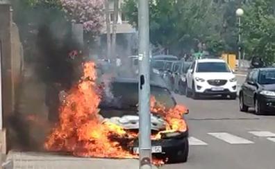 Arde un coche en el polígono de Godella