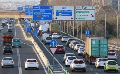 Ocho atascos diferentes colapsan los accesos a Valencia