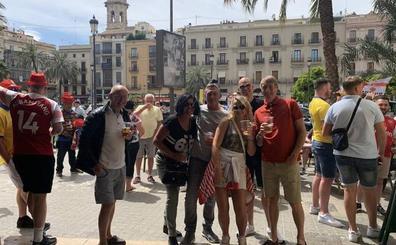 2.300 aficionados del Arsenal invaden el centro de la ciudad de forma pacífica