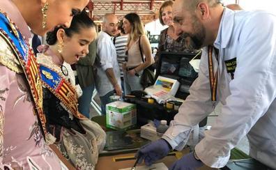 La Guardia Civil toma las huellas a las falleras mayores de Valencia