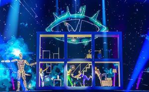 Las similitudes entre la actuación de Miki para Eurovisión y 'Aquí no hay quien viva'