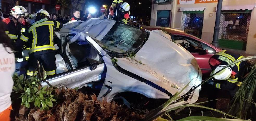 Se estampa con su coche y causa daños en nueve vehículos en Valencia