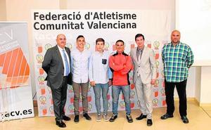 La Federación de Atletismo premia al Consistorio y al Club Els Sitges