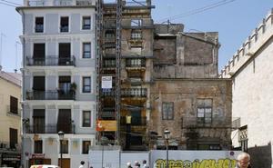 El mal estado de un edificio municipal junto a la Lonja obliga a prolongar su reforma