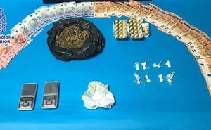 Cuatro detenidos por vender droga desde una casa «fortificada» a menos de 10 metros de un colegio