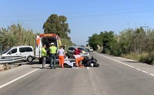 Un motorista, trasladado en helicóptero a La Fe tras chocar con un camión en Gandia