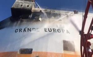 Incendiado un carguero que se dirigía a Valencia con 1.843 coches en su interior