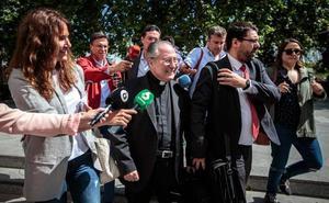 El obispo auxiliar declara que la fundación del Papa se creó por orden del Vaticano