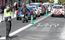 Los atascos por el carril bici obligan a destinar seis policías a la calle Ruzafa