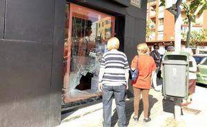 Dos robos frustrados en tiendas de telefonía en la misma avenida de Dénia