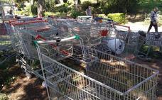 Cementerio de carros de la compra en el cauce del río en Valencia