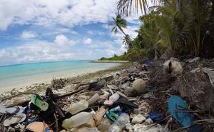 Islas Cocos, un paraíso sepultado por 977.000 zapatos y 373.000 cepillos de dientes