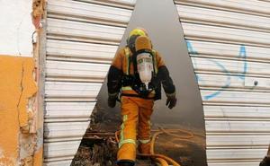 Un incendio en una fábrica de Dénia obliga a confinar a los vecinos de las viviendas próximas