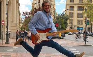 El músico al que defendió Grezzi, multado de nuevo por tocar con amplificador