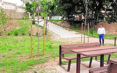 Nueva zona verde entre la avenida de Sant Francesc y el parque de donantes