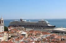 El crucero Mein Schiff 2 recala por primera vez en Valencia