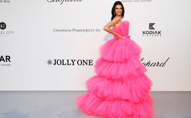 Duelo de glamur en la alfombra roja de la gala AmfAR en Cannes