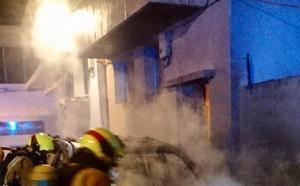 Una persona atendida por urgencias por inhalar humo en un incendio de un coche en Xàbia
